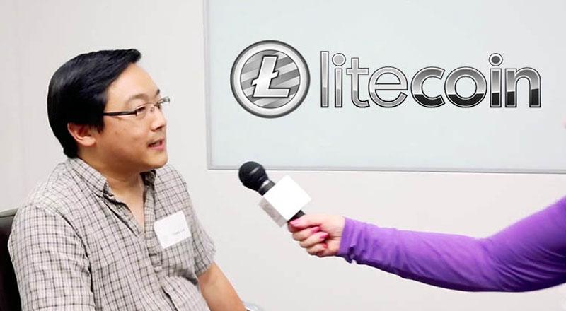 Чарли Ли дает интервью журналистам