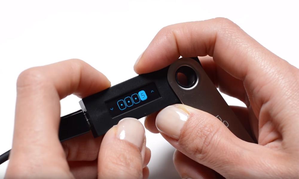 Аппаратный кошелек для криптовалют Ledger Nano S