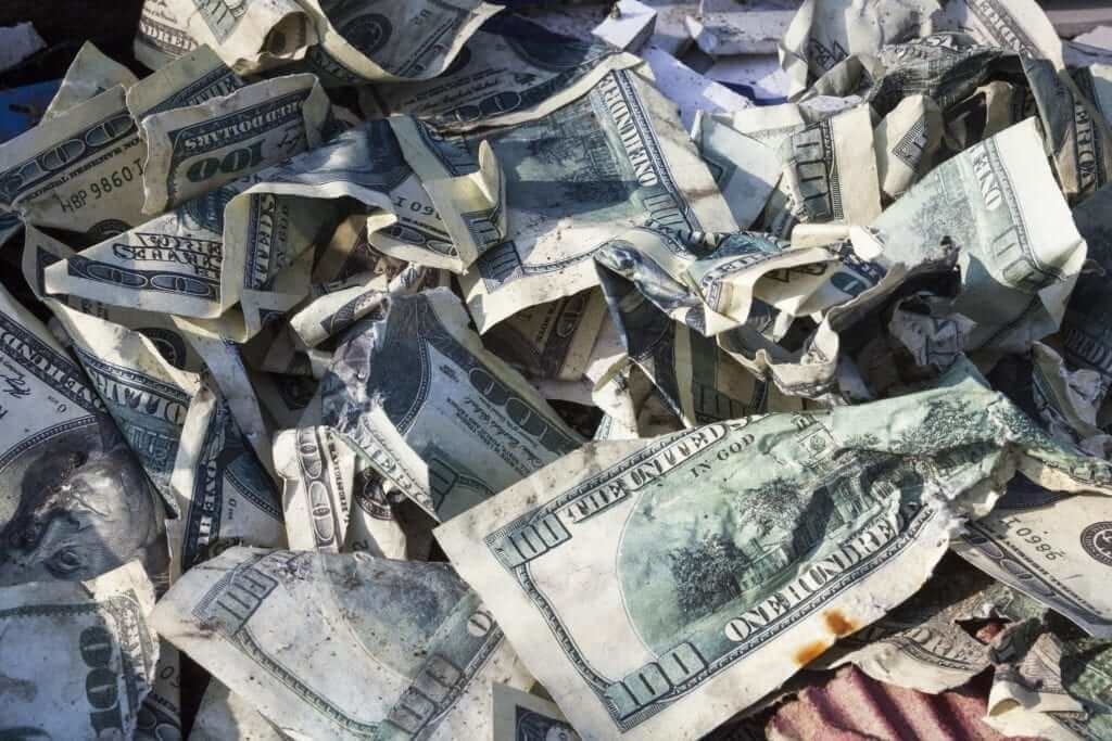 Как грязные деньги поступают на криптобиржи?