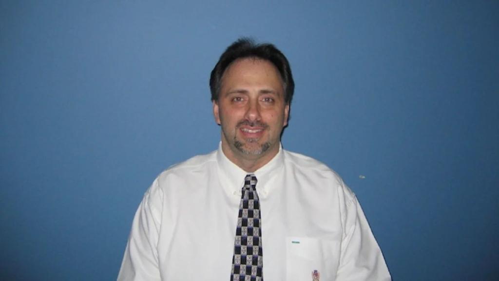 Дейв Клейман, американский эксперт по компьютерной криминалистике. Его связывают с созданием BTC. Скончался 26 апреля 2013.